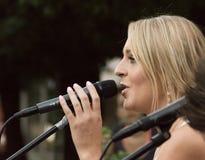 Konzert von Attila Mester und von Edina Juhasz auf Keszthely-Straßenfest Lizenzfreies Stockfoto