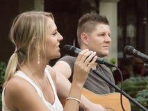 Konzert von Attila Mester und von Edina Juhasz auf Keszthely-Straßenfest Stockbild