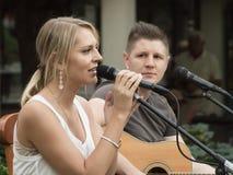 Konzert von Attila Mester und von Edina Juhasz auf Keszthely-Straßenfest Stockfotos