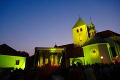 Konzert vor mittelalterlicher Kirche in Laško, Slo Stockfotos