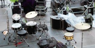 Konzertbühne hinter dem vorhang Lizenzfreie Stockfotografie
