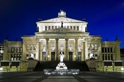 Konzerthaus à Berlin la nuit photo stock