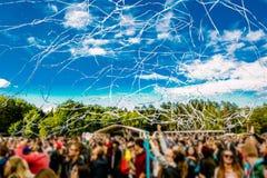 Konzertpublikumkonfetti-Tanzenlichter Lizenzfreie Stockbilder
