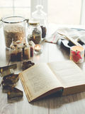 Kookboek en keukendetails Stock Foto