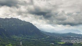 Koolaubergen in wolkenmening van het vooruitzicht van Nuuanu Pali op Oahu royalty-vrije stock foto