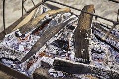 Koolstof brandende sintels Stock Foto's
