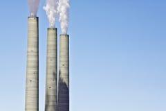 Koolstofemissies van Raffinaderij Stock Foto