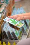 Koop cannabiszaden in Bloemenmarkt, Amsterdam royalty-vrije stock fotografie