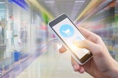 Koop Internet-opslag op de telefoon Stock Afbeeldingen