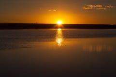 Koopan refelection av solnedgången Arkivfoton