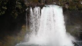 Koosah падает на реку McKenzie в Орегоне акции видеоматериалы
