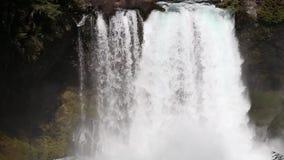 Koosah падает на реку McKenzie в Орегоне сток-видео