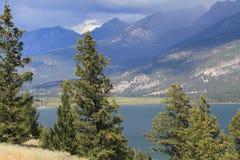 Kootenay Jeziorny sceniczny 0f Nieskory wzgórze zdjęcie royalty free