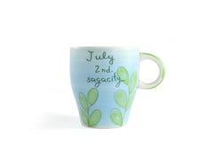 Kop ceramische speciaal voor mensen (verjaardag) Juli Stock Foto