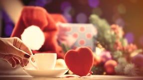 Kop dichtbij een stuk speelgoed van de hartvorm royalty-vrije stock afbeelding