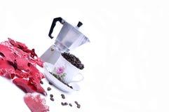 kop die met koffie wordt gevuld Royalty-vrije Stock Fotografie