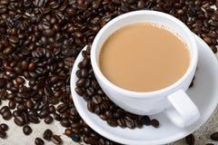Kop hete koffie en bonen Stock Foto