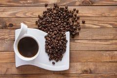 Kop Koffie en Bonen Stock Foto's