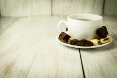Kop koffie en snoepjes Stock Afbeeldingen