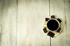 Kop koffie en snoepjes Royalty-vrije Stock Afbeeldingen