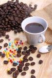 Kop koffie en suikerparels Stock Fotografie