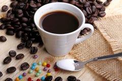 Kop koffie en suikerparels Royalty-vrije Stock Fotografie