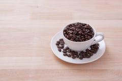 Kop koffiebonen Stock Foto's