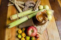 Kop met fruitstempel voor posadas Stock Afbeeldingen