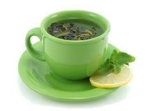 Kop met groene thee, met munt en citroen stock foto