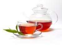 Kop met thee en theepot stock afbeeldingen
