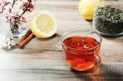Kop thee en bloemen Stock Afbeeldingen