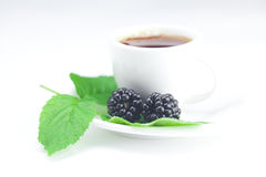 Kop thee en braambes Royalty-vrije Stock Afbeeldingen