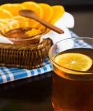 Kop thee en citrusvruchten Royalty-vrije Stock Foto's