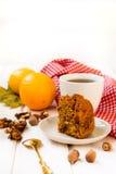 Kop thee en een stuk van wortelcake Stock Fotografie