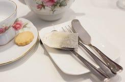 Kop thee en koekje met tradtionaltheestel royalty-vrije stock fotografie