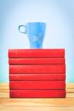Kop thee met boeken Stock Foto's