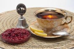 Kop thee met citroen en jam Stock Foto's