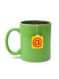 Kop thee met e-mailsymbool Stock Afbeelding