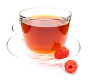Kop thee met geïsoleerde framboos Stock Foto