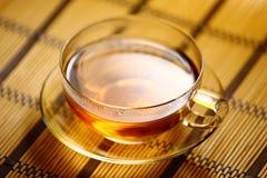 Kop thee op strotafelkleed Stock Fotografie