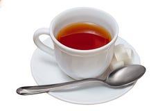 Kop thee op witte achtergrond wordt geïsoleerd die stock afbeeldingen