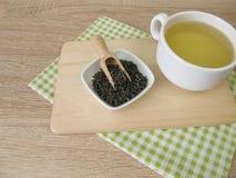Kop van chun mee groene thee Stock Foto's