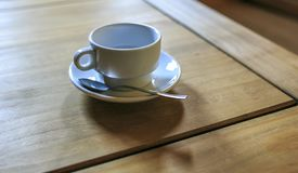 Kop van coffe houten lijst Stock Foto's