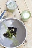 Kop van de de Groene Thee en Cake van Matcha en roomijs met matcha Stock Afbeeldingen