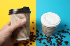 Kop van de koffie, meeneem en baristadienst stock foto's