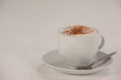 Kop van espresso met schotel en lepel Stock Foto