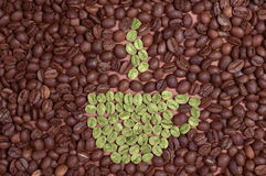 Kop van groene koffiebonen die wordt gemaakt Royalty-vrije Stock Afbeeldingen