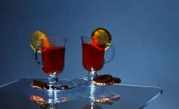 Kop van groene thee met kaneel en kruiden Met citroen Royalty-vrije Stock Afbeeldingen