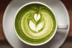 Kop van groene theematcha latte Stock Afbeeldingen