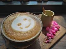 Kop van hart latte art. Royalty-vrije Stock Foto's